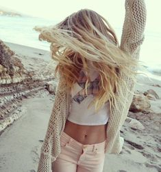Perfect summer outfit, her hair too!