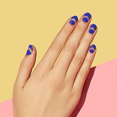 Negative space manis are so gorgeous.