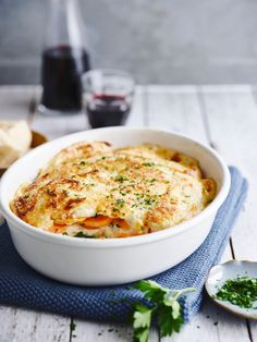 Lasagne met zoete aardappel en kalkoen Moussaka, Pureed Food Recipes, Healthy Recipes, Easy Recipes, Sauce Béchamel, Good Food, Yummy Food, Oven Dishes, Go For It
