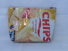 #toilettas make-up tas gemaakt van een #recycle chips tas. te bestellen via www.doudou-creaties.nl