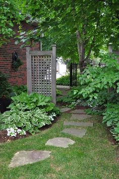 Side yard ideas - we could use this where just a few feet and a brick sidewalk are right now!
