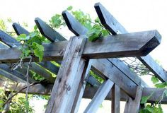 How to build a beautiful DIY pergola ( beginner friendly DIY grape arbor )! Free building plan with step by step drawings and lots of detailed photos. Build it easily for your garden without buying pergola kits! Pergola Canopy, Pergola Swing, Metal Pergola, Pergola With Roof, Wooden Pergola, Covered Pergola, Outdoor Pergola, Backyard Pergola, Pergola Shade