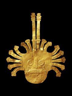 Masque funéraire en or, culture nasca, Pérou, côte sud,  300 av. J.-C. - 600 ap. J.-C., or, don Georges Henri-Rivière, 71.1930.49.1