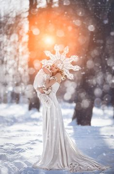 foto by Snegovskaya Natalia Snow Queen, Ice Queen, Elegant Girl, Pregnancy Photos, Winter Wonderland, Costumes, Halloween, Wedding Dresses, Drawings