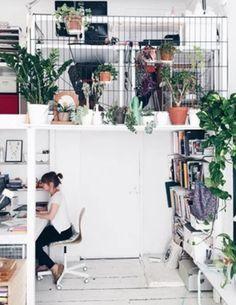 Um ambiente exclusivo para trabalhar em seus projetos e que seja a sua cara é importantíssimo para que suas ideias decolem. Um local aconchegante, decorado com o seu jeito e alegre, ajuda a melhorar o rendimento e as tarefas do dia a dia.