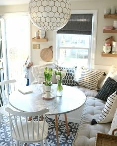 Favorite Things- Glass Cups, Flowers, Letterboards and Books with Nesting With G. : Favorite Things- Glass Cups, Flowers, Letterboards and Books with Nesting With Grace Banquette Seating In Kitchen, Kitchen Benches, Cozy Kitchen, Booth Seating In Kitchen, Kitchen Booths, Eat In Kitchen, Kitchen Dining, Küchen Design, Interior Design