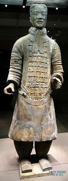 Rangmittlerer Offizier der Terrakotta Armee vom Kaiser Qín Shǐhuángdì in Halle 2 – Middle-ranking Officer of the Terracotta Warriors of the first emperor Qín Shǐhuángdì in Pit 2 in Xi'an, China
