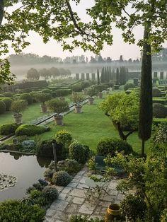 Experimental Garden Landscape by Dominique Lafourcade in Provence - Jardins Mediterraneens - Garden Formal Gardens, Outdoor Gardens, Landscape Architecture, Landscape Design, Landscape Photos, Landscape Photography, Exterior, Parcs, Dream Garden