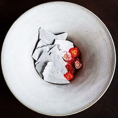 Strawberries, half salted buttermilk, peppered meringue and sour flowers by @lemousso #GourmetArtistry -------------------------------------------------- #dessert #desserts #dessertporn #dessertgasm #pastry #pastrychef #sweets