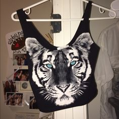 ‼️SALE‼️ urban crop top urban outfitters tiger face crop top never worn NWOT Urban Outfitters Tops Crop Tops