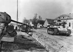 Risultati immagini per waffen ss panzer 1945 Ww2 Photos, Ww2 Tanks, Battle Tank, World Of Tanks, Model Tanks, Military Photos, German Army, World War Ii, Budapest