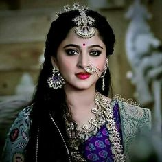 She is so gorgeous, epic pic ever South Indian Actress, Beautiful Indian Actress, Beautiful Actresses, Travis Fimmel, Actress Anushka, Bollywood Actress, Saris, Prabhas And Anushka, Indian Bollywood