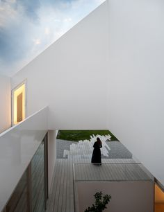 A white minimalistic house by Manuel Aires Mateus in the outskirts of Leiria ,Portugal.This ethereal white house acts as a mystical object in its Architecture Résidentielle, Contemporary Architecture, Patio Grande, John Pawson, White Houses, Minimalist Home, Detached House, My House, Facade