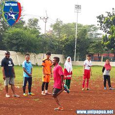 Sepakbola Sosial itulah julukan bagi komunitas kami. Fokus pada pembinaan karakter serta penanaman nilai pada anak https://kitabisa.com/sepakbolaperdamaian
