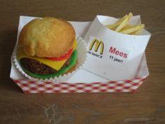 hamburger/friet cake/chips/marsepein traktatie (de Nederlandse versie) (Dutch tutorial, with link to English tutorial)