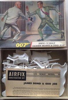 007 e odd job Plastic Model Kits, Plastic Models, Airfix Models, Airfix Kits, Private Eye, Cross Paintings, Figure Model, Pulp Art, Old Models