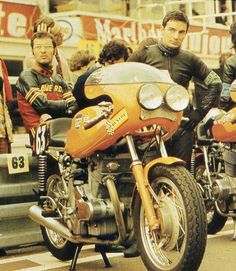 what we miss … bolt on lightsRoberto Gallina, Augusto Brettoni at the start of the 1972 Bol d'Or at Le mans with their factory Laverda SFC750
