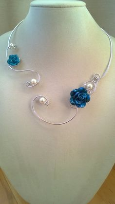 Your place to buy and sell all things handmade Teal Necklace, Wire Necklace, Wire Wrapped Necklace, Collar Necklace, Flower Necklace, Collier Turquoise, Bleu Turquoise, Turquoise Jewelry, Diy Tattoo