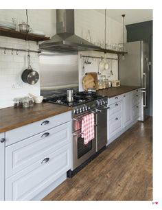 Subway tiles, grey cabinets | Heart Home magazine Issue 9