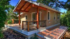 Backyard Cottage  800 Sq feet 2 Bedroom  1 Bathroom Modern