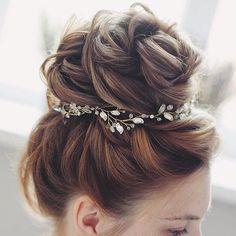 My #messybun for Maria gorgeous #hairsccesories ENZE @enzebridal #enzebridal #weddingbun #weddinghair #bridalupdo #hairstyle #hairupdo #веночек #кичка #tonyastylist @worldhairstyles