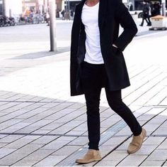 Die: Sand Boots + black jeans + simple t-shirt + Black coat Modern Mens Fashion, Latest Mens Fashion, Men's Fashion, Casual Winter Outfits, Winter Fashion Outfits, Men With Street Style, Stylish Men, Foto E Video, Street Wear