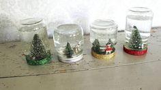 Et syltetøyglass opp ned, fylt med vann og glitter blir en superkoselig snøkule til jul. Diy Christmas Cards, Felt Christmas, Christmas Tree Decorations, Christmas Crafts, Christmas Wedding, Cardboard Tube Crafts, Christmas Perler Beads, Snowman Soup, Pine Cone Crafts