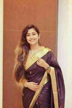 Beautiful Saree, Beautiful Women, Indian Girls Images, Malayalam Actress, Saree Styles, Blouse Dress, Saree Blouse Designs, Indian Wear, Indian Actresses