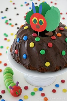 The Very Hungry Caterpillar, Tags Cake + Birthday + Little Hungry Caterpillar cake decorating recipes kuchen kindergeburtstag cakes ideas Chenille Affamée, Food Cakes, Cupcake Cakes, Baby Food Recipes, Cake Recipes, Hungry Caterpillar Cake, Food Humor, Kids Meals, Cake Decorating