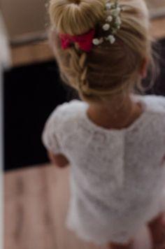 Bruidsmeisjes :) Wedding photography // Little Girl // White dress // Wedding guest // out of focus, beautiful // Bruiloft Fotografie // Bruidsmeisje // gipskruid // klein meisje // onscherp