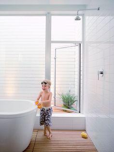 bathroom / white / indoor-outdoor