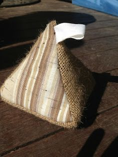 Burlap Door Stop by the Burlap Bag Lady, Check out the blog for full instruction to make your own