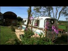 George Clarkes Amazing Spaces Intro: This looks like a great series. If anyone out there can find full episodes would you please let me know?