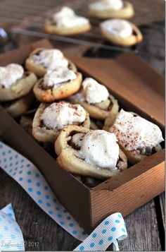 Cinnamon Roll Sugar Cookies topped with Cream Cheese frosting ~ Perfect for the Christmas Cookie Exchange Yummy Cookies, Yummy Treats, Sweet Treats, Cinnamon Cookies, Cinnamon Rolls, Cream Cheese Cookies, Cookies Et Biscuits, Cookie Exchange, Think Food