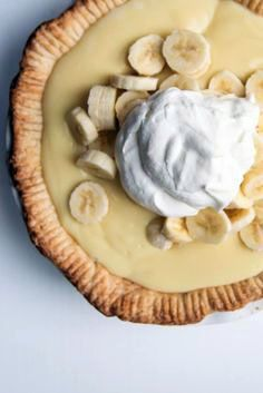 Buttery pie crust filled with freshly sliced bananas and an easy-to-make homemade custard (thanks to a secret weapon) make this the most delicious old-fashioned banana cream pie ever. Old-Fashioned Banana Cream Pie This is going Cream Pie Recipes, Tart Recipes, Baking Recipes, Pastry Recipes, Baking Ideas, Banana Pie, Banana Cream, Pie Dessert, Dessert Recipes