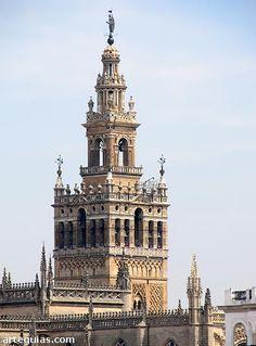 La Giralda de Sevilla se vestirá de andamios durante seis meses. Junio de 2017