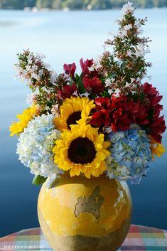 Blue Hydrangea, Hydrangeas, Blooming Sunflower, Photo Bouquet, Plaid Tablecloth, Floral Arrangements, Flower Arrangement, Flowering Vines, Fall Weather