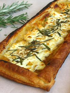 Quick Rosemary, Fig, and Goat Cheese Tarts - Willow Bird Baking - Salad Recipes Fig And Goats Cheese Tart, Cheese Tarts, Goats Cheese Starter, Recipes With Goat Cheese, Goats Cheese Flatbread, Goat Cheese Quiche, Baked Goat Cheese, Think Food, Love Food