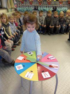 een eenvoudige manier om spelletjes buiten aan te passen . Body Preschool, Class Management, Kids Shows, News Games, Preschool Activities, Baby Toys, Montessori, Stage, Classroom