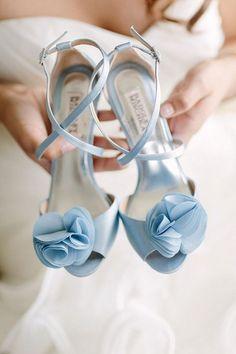 Serenity blue bridal heels | Blue Wedding | Decorations | Bride and Groom | #brideandgroom #wedding #weddingceremony #decorations #flowers #bouquets | https://www.starlettadesigns.com/