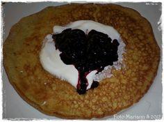 Fløtelappar, mmmmm nydelig :) Oppskrift til 8-10 lappar. 4 egg 2,5 dl fløte 30 g smør 15 g Johannesbrødkjernemel (JBK) 1/2 ts bakepulver (4...