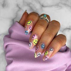 20+ Cute Smiley Face Nails To Try! - Prada & Pearls Cute Gel Nails, Edgy Nails, Funky Nails, Stylish Nails, Swag Nails, Cute Nail Art, Acrylic Nails Coffin Short, Simple Acrylic Nails, Summer Acrylic Nails