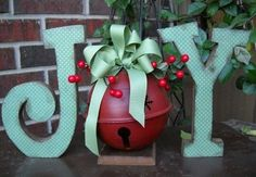 Outdoor Christmas Decoration Ideas - Giant Christmas Greeting - Click Pic for 20 Front Porch Christmas Decorating Ideas