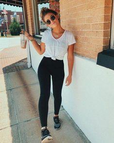 Looks estilosos com legging preta - - Looks estilosos com legging preta Stuff to wear Look legging preta, tshirt branca e tênis. Legging Outfits, Outfit Jeans, Adidas Leggings Outfit, Leggings Outfit Summer, Sporty Outfits, Casual Summer Outfits, Jean Outfits, Leggings Fashion, Grunge Outfits