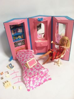 Vintage 1984 Barbie Day to Night Home & Office w/Accesories  je l'avais enfant. Un de mes plus chouettes cadeaux !