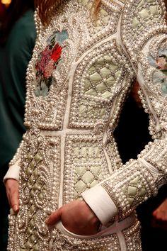 My comment: Biraslov Balmain Women's Fashion RTW (details) Ohh Couture, Style Haute Couture, Couture Details, Fashion Details, Look Fashion, Couture Fashion, Runway Fashion, Fashion Art, High Fashion