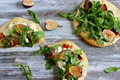 I had a fig prosciutto and arugula pizza a few days back and it was WONDERFUL.  This is about the same.  I will be trying this