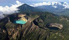 Mirando al mundo con sentimientos: Los tres lagos del volcán Kelimutu