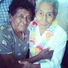 Entre los asistentes, el Dr. Pablo Sandoval se reencontro con una amiga de años, que gusto por ellos.