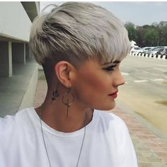 5 Silver Blonde Pixie-with-sidecut - New Hair Cut Side Cut Hairstyles, Latest Short Hairstyles, Short Pixie Haircuts, Pixie Hairstyles, Short Hair Cuts, Straight Hairstyles, Pixie Cuts, Undercut Short Hair, Blonde Hairstyles